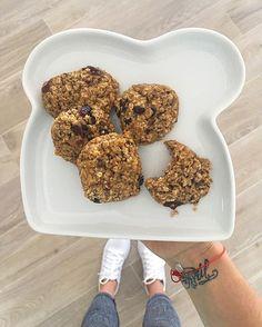 WEBSTA @ saschafitness - RECETA❤️ .. A veces lo que el corazón pide un poquito de dulce, eso no significa que tengas que sacrificar tu salud ni tus progresos, hay maneras de hacer recetas ricas y saludables, esta es una que me encanta. Me lleva a mi infancia! Si tienes amigas o amigos que vas a invitar para un café, o te gusta cocinar y quieres consentir a tu familia con algo rico y saludable esta receta es para ti. Galletas de avena y miel. - 1 taza de edulcorante granulado 0 calorías…