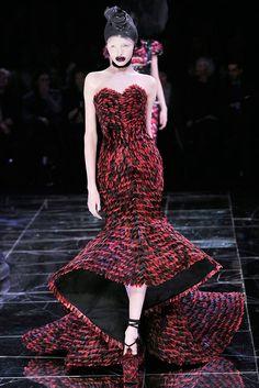 Alexander McQueen Fall 2009 Ready-to-Wear Fashion Show - Alla Kostromichova (Marilyn)