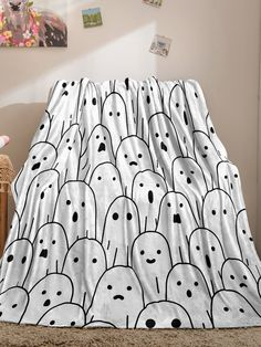 Halloween Ghosts, Halloween Prints, Halloween Decorations, Halloween Party, Blanket Sizes, Black And White, Color Black, King, Queen