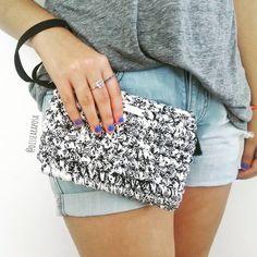 Novos modelos surgindo... http://www.dissearaposa.com.br #dissearaposa #crochet #croche #bolsadecroche #bolsademao #crocheting #crochetlovers #fiosustentavel #fioecológico #fiodemalha #trapillo #handmade #feitoamao #compredequemfaz #compreconsciente #compredopequeno #clutch #bolsacarteira #fioreciclado #produtocriativo #consumoconsciente