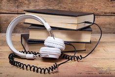 Confira essa lista imperdível com 935 audiobooks em inglês de literatura para você ouvir ou baixar gratuitamente e começar a estudar.