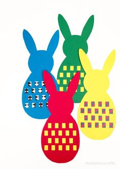 Easter Bunny Paper Weaving - a quick no-mess paper weaving Easter art activity for crafty little hands! // MollyMooCrafts.com