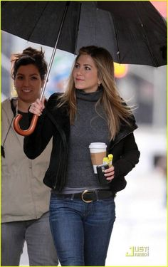 Celebs who can't stand Jennifer Aniston - Celebrities Female Jeniffer Aniston, Jennifer Aniston Pictures, Jennifer Aniston Style, Mode Outfits, Fall Outfits, Fashion Outfits, Pijamas Women, Brad Pitt, Mode Style