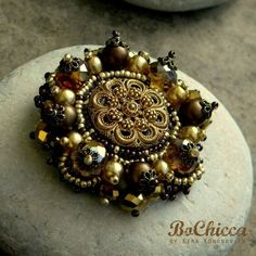 Golden Queen #brooch from the #GreatEmpire collection by #BoChicca #chic #fashion #streetfashion #style