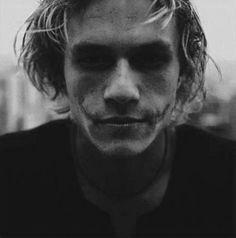 Heath Ledger wearing The Joker makeup black and white portrait.he is the real movie genius, especially in The dark knight Heath Joker, Joker Make-up, Der Joker, Joker Scars, Joker Face, Joker 2008, Joker Suit, Nananana Batman, Photo Portrait