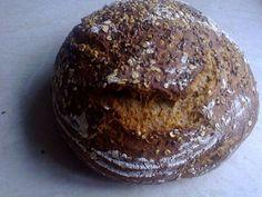 Das perfekte Roggenbrot mit Roggenmehl / Bio ) und Hefe Würfel-Rezept mit Bild und einfacher Schritt-für-Schritt-Anleitung: Mehl in eine Schüssel geben…