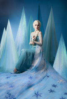 I had an amazing photo shoot the other day of my Elsa cosplay. A friend of mine is an extremely talented and charismatic photographer, and it's always a. Elsa - Beware the Frozen Heart Frozen Cosplay, Disney Cosplay, Elsa, Malli, Girly Girl Outfits, Disney Princess Quotes, Frozen Heart, Princess Photo, Frozen Theme