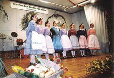 Jugendtrachtenverein Banater Rosmarein Temeswar; Ansamblul folcloric german Timisoara. Sonntagstrachten aus Wolfsberg