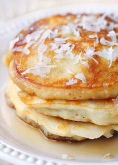 Τηγανίτες χωρίς γλουτένη με αλεύρι, γάλα και λάδι καρύδας.  Εκτύπωση Συνταγή: Sandra May Υλικά 3 κουτ. σούπας αλεύρι καρύδας 3 κουτ. σούπας γάλα καρύ