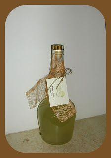 Λικέρ πεπόνι   1 κιλό πεπόνι (σάρκα)   1 κιλό ζάχαρη   1 λιτρο αλκοόλ(εγώ χρησιμοποιώ γράπα)   1 ξυλάκι κανέλα   1 κλωνάρι αμπαρόριζα ...