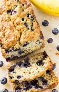 Blueberry Banana Bread. Tein muffinseina (175 C 19 min), paahdettuja kookoslastuja päälle. :)