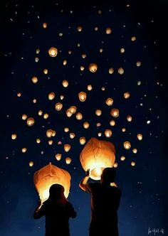 Great alternative to fireworks! ~play safe, l ovies. Be sure to check if you need a permit to release your sky lanterns, and don't release them where there's a potential fire hazard. Floating Lanterns, Sky Lanterns, Paper Lanterns, Pretty Pictures, Cool Photos, Photo Deco, Jolie Photo, Photo Instagram, Pics Art
