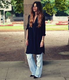 Distressed Jeans+Black Loose Shirt= MyStyle