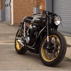 "dropmoto: ""Holy smokes this thing is clean. Stunning black and gold Honda CB750…"