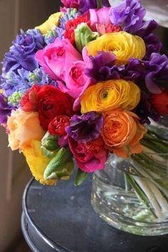 gorgeous floral bouquet in vibrant mixed colors Amazing Flowers, My Flower, Fresh Flowers, Colorful Flowers, Spring Flowers, Beautiful Flowers, Rainbow Flowers, Arrangements Ikebana, Floral Arrangements