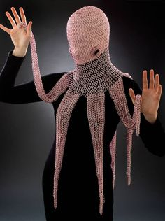 "A Wearable Chainmaille Octopus Hood crafted by ""Chicago-based artist, jewelry, and fashion designer Vanessa Walilko."" It looks like an octopus and can be worn on your head while doing battle. Foto Fashion, Weird Fashion, Chainmaille, Cosplay, Post Apocalyptic Fashion, Mode Costume, Octopus Art, Theatre Costumes, Tentacle"