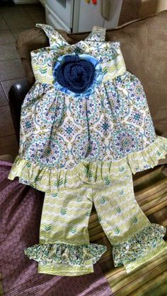 Toddler girls Blue/Green with crochet flower Size 2.
