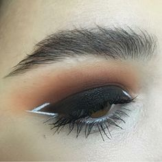 Love this bold eye look! Sultry and modern! Use our cruelty free makeup brushes to recreate this look! - www.lab2beauty.com