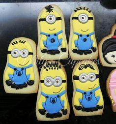 Minions cookies Minion Cookies, Cartoon Cookie, Party Characters, Despicable Me, Party Cakes, Cookie Decorating, Minions, Icing, Cupcakes