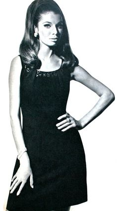 Little black dress, Libelle (Dutch) October 1967 - LOVE this hair. Vintage Gowns, Vintage Clothing, Vintage Outfits, Vintage Stuff, Vintage Photos, 1960s Fashion, Vintage Fashion, Fashion Connection, 60s Costume