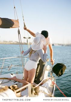 Engagement shoot on a yacht | Photographer: Chelsea Mitchell Photography