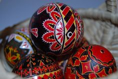 Palm Sunday and Easter traditions in Romania: blessed willow branches, egg painting and tapping