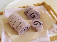 Purple sweet potato swiss roll More from my sitePurple sweet potato filling for mooncakes or mochivegan, gluten-free purple sweet potato tartAmazingly Soft Ube or Purple Sweet Potato Crinkle Cookies Cherry Blossom Cake, Cake Roll Recipes, Desserts With Biscuits, Japanese Cake, Sweet Potato Brownies, Chocolate Roll, Purple Sweet Potatoes, Poke Cakes, Asian Desserts