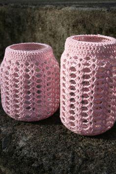 potjes m omhaken Crocheted Jar Cover - Pattern Crochet Cozy, Crochet Motifs, Crochet Gifts, Diy Crochet, Crochet Stitches, Crochet Ideas, Yarn Projects, Crochet Projects, Crochet Jar Covers