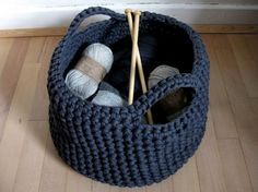 A crocheted basket for the crochet projects. Crochet Bowl, Knit Or Crochet, Crochet Crafts, Yarn Crafts, Diy Crafts, Yarn Projects, Knitting Projects, Crochet Projects, Knitting Patterns