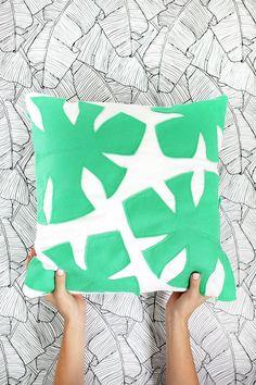 20 Mieterfreundliche Deko Ideen, die deine Wohnung verzaubern - DIY Palmblatt Kissen