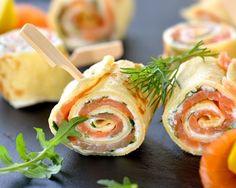 Roulés d'omelette au saumon fumé, cream cheese et roquette