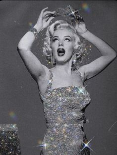Find images and videos about vintage, Queen and Marilyn Monroe on We Heart It - the app to get lost in what you love. Boujee Aesthetic, Bad Girl Aesthetic, Aesthetic Collage, Aesthetic Vintage, Aesthetic Photo, Aesthetic Pictures, Photography Aesthetic, Black And White Picture Wall, Black And White Pictures