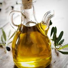 I use extra virgin olive oil on my hair and sometimes as a face moisturizer. Drinks it up! Healthy Oils, Healthy Skin, Healthy Food, Healthy Heart, Healthy Cooking, Olives, Top 10 Superfoods, Detox Kur, Reduce Inflammation