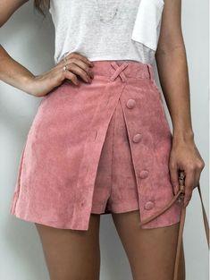 37 Super Ideas for fashion classic style shorts Winter Fashion Outfits, Fashion Pants, Fashion Dresses, Quirky Fashion, Look Fashion, Fashion Design, Short Skirts, Short Dresses, Mini Skirts