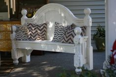 bench made from old queen bed frame Reclaimed Furniture, Repurposed Furniture, Home Decor Furniture, Furniture Projects, Furniture Makeover, Home Projects, Diy Home Decor, Handmade Furniture, Furniture Design