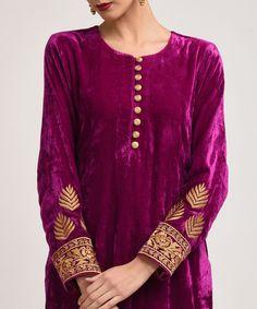 Purplish magenta silk velvet tilla suit with dupatta Designer Dress For Men, Indian Designer Wear, Designer Dresses, Embroidery Suits Design, Embroidery Dress, Floral Embroidery, Kurta Designs, Blouse Designs, Velvet Dress Designs