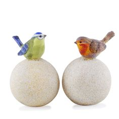 Part of our extensive range, the Realistic Blue Tit & Robin Birds on Stone Look Spheres Garden Ornament Pair is available here. With FREE delivery on Garden4Less orders over £25!
