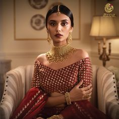 Modern gold jewellery in contemporary bridal style #Goldjewellery #luxury #style