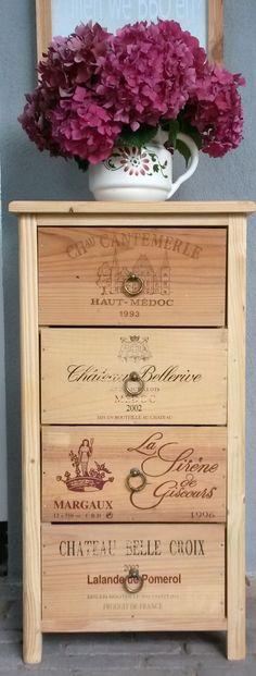 """Mijn """"Franse"""" kastje, gemaakt van wijnkistjes."""