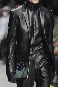 Detailed photos of Juun J Autumn (Fall) / Winter 2014 men's Style Noir, Mode Style, Leather Blazer, Leather Men, Mens Leather Trousers, Look Fashion, Mens Fashion, High Fashion, Juun J