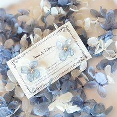 ハンドメイドマーケット+minne(ミンネ)|+ホワイト×ブルーの紫陽花の重ねイヤリング
