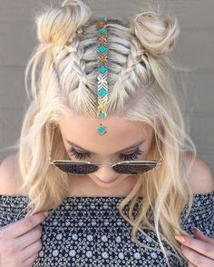 15 Ways To Rock The Double Bun Hairstyle - Society19 Box Braids Hairstyles For Black Women, Winter Hairstyles, Formal Hairstyles, Bride Hairstyles, Simple Hairstyles, Hairstyle Ideas, Peinados Jennifer Aniston, Jennifer Aniston Hair, Coachella