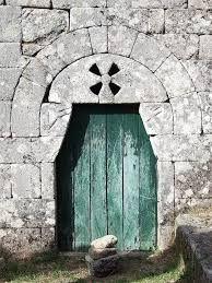 Resultado de imagen de puertas antiguas Portugal