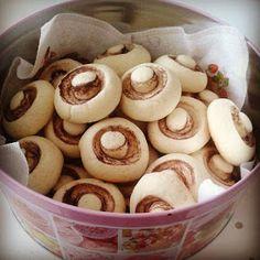 Mariannkonyha: Gomba keksz (Édes csiperke keksz) Doughnut, Fudge, Food And Drink, Pudding, Snacks, Cookies, Cake, Sweet, Advent