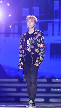 "Luhan 2016-2017 zhejiang TV New Year Gala new songs ""skin to skin"" &""winter song"" cr. see logo"