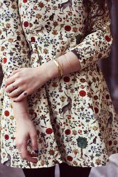 Romantic look ideas Floral dress and plenty of accessories.: Romantic look ideas Floral dress and plenty of accessories. Looks Vintage, Vintage Stil, Look Fashion, Autumn Fashion, Womens Fashion, Feminine Fashion, Fashion Hair, 70s Fashion, Fashion Clothes