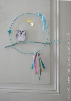 """Mobile """"Chouette"""" Multico A accrocher au mur, sur une porte de chambre... ou à suspendre au plafond! *** Concept original, création et illustration Kristel Arzur Les petits crayons 2009"""