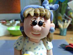 Primer plano de la figurita en la tarta de Jaira. Abril 2012.