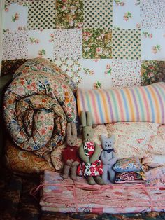 I love everything... the patchwork wallpaper, the homemade toys and the eiderdowns. I have an identical eiderdown to the one behind the cat <3