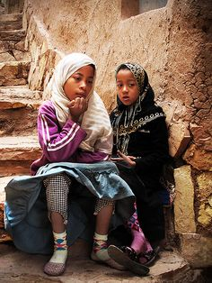 Two little girls chatting - Morocco #People of #Morocco - Maroc Désert Expérience tours http://www.marocdesertexperience.com